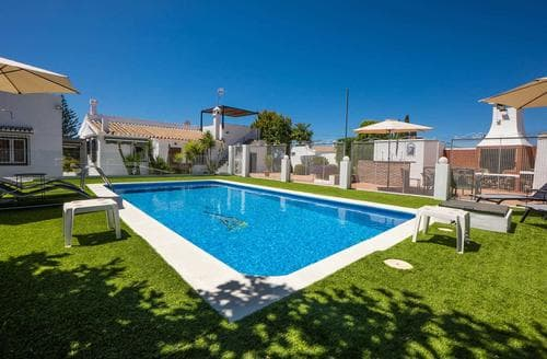 Last Minute Cottages - Casa Linda