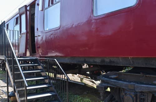 Last Minute Cottages - Brunel Boutique Railway Carriage 1
