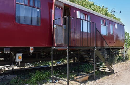 Last Minute Cottages - Brunel Boutique Railway Carriage 4