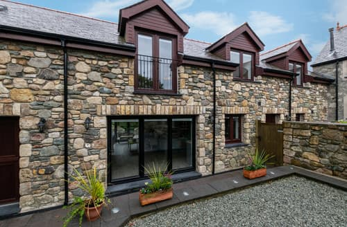 Last Minute Cottages - Hendy Marian