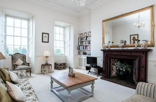 Last Minute Cottages - Royal Crescent Apartment