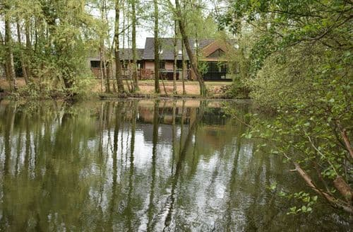 Last Minute Cottages - Lakeland Lodge, Waters Reach, Waters Edge.