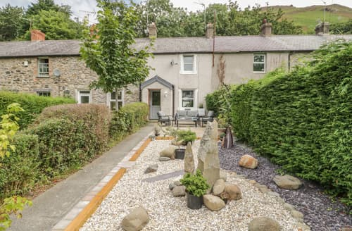 Last Minute Cottages - Cae Bach