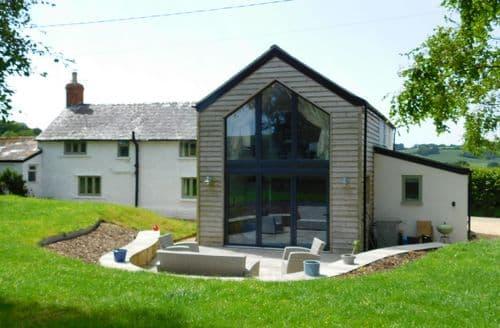 Last Minute Cottages - Oak Tree Cottage, Batcombe