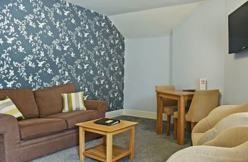 Last Minute Cottages - Apartment 1-UK12359
