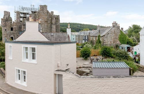 Last Minute Cottages - 3, Castle Bank