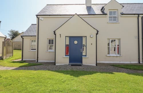 Last Minute Cottages - 8 SEANACHAÍ HOLIDAY HOMES