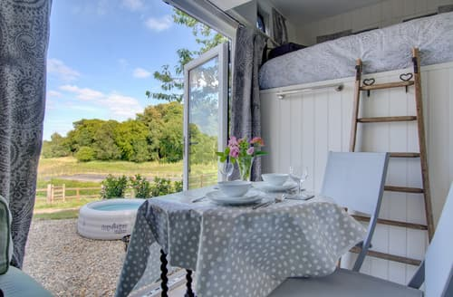 Last Minute Cottages - Hattie the Horse Box