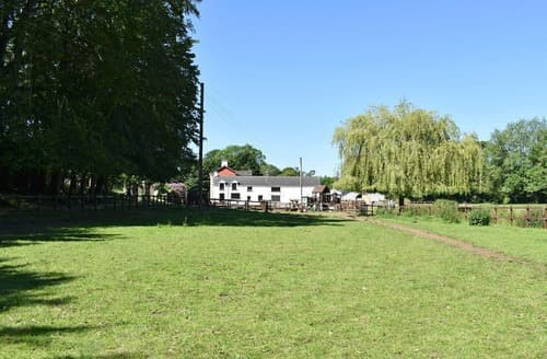 Last Minute Cottages - Willow Mill