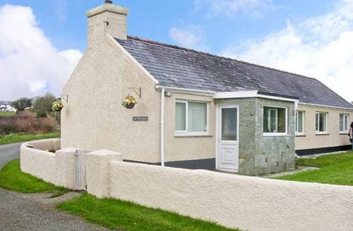 Last Minute Cottages - Cae Cwta Bach