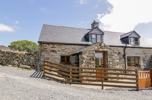Last Minute Cottages - Yr Hen Stabal