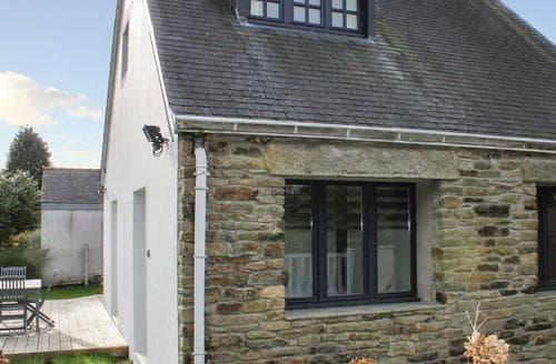 Last Minute Cottages - La Maison Blanche