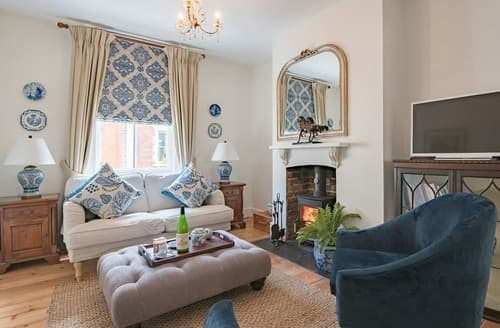 Last Minute Cottages - Langdon House