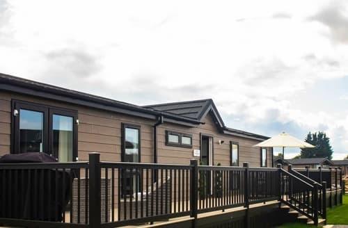 Last Minute Cottages - Newport Bridge Lodge - UKC4066
