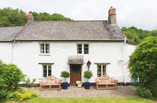 Last Minute Cottages - Bratton Mill Farmhouse, Bratton Fleming