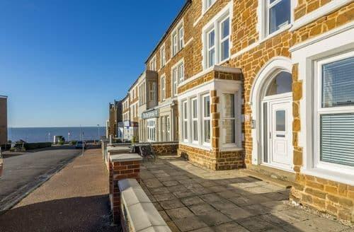 Last Minute Cottages - Bay View Apartment