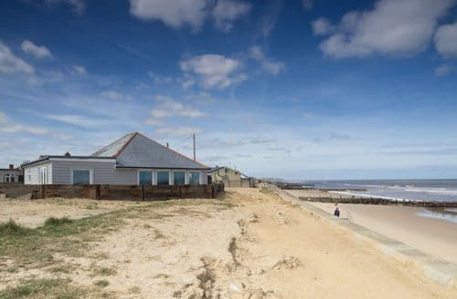 Last Minute Cottages - Wyndham Beach House
