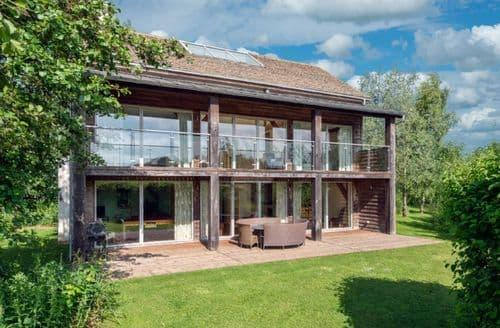 Last Minute Cottages - Spinney Falls House (CW87), Cotswolds, Gloucestershire