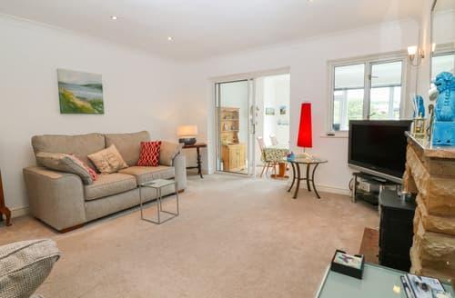 Last Minute Cottages - Riverview Apartment