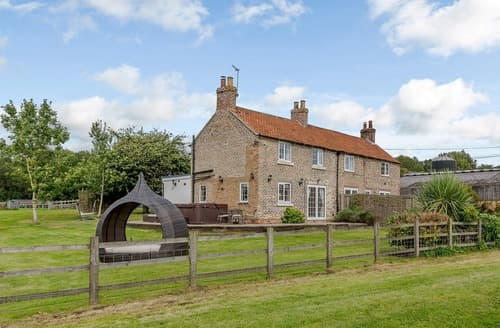 Last Minute Cottages - Gunby Hall Cottage 2-UK11989