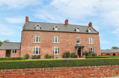 Last Minute Cottages - Rhandregynwen Hall