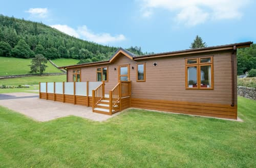 Last Minute Cottages - Llyn Dinas Lodge