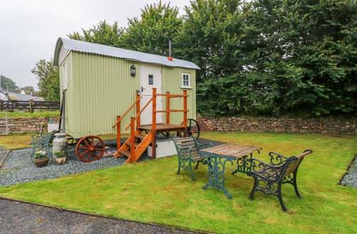 Last Minute Cottages - Shepherds Hut - The Hurdle