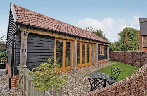 Last Minute Cottages - Bay Tree Lodge - E5133