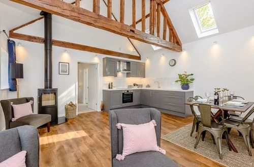 Last Minute Cottages - The Lodge at Oldbury Barns