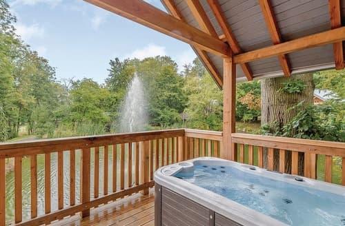 Last Minute Cottages - Drake's Lodge