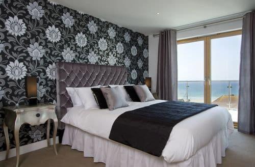 Last Minute Cottages - Penthouse B (Fistral Beach), Newquay