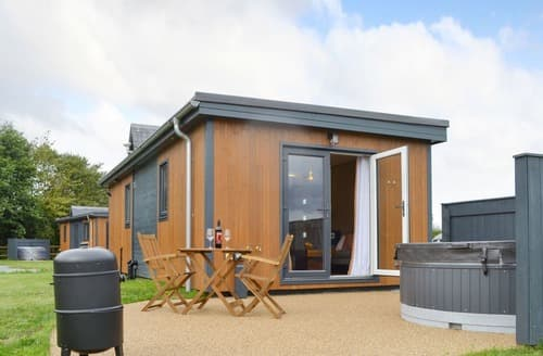 Last Minute Cottages - The Lotus - UK12475