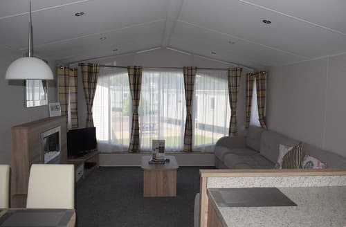 Last Minute Cottages - Stratford Caravan Pet friendly