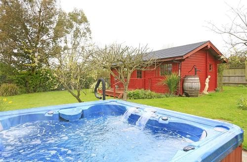 Last Minute Cottages - The Chestnuts Log Cabin