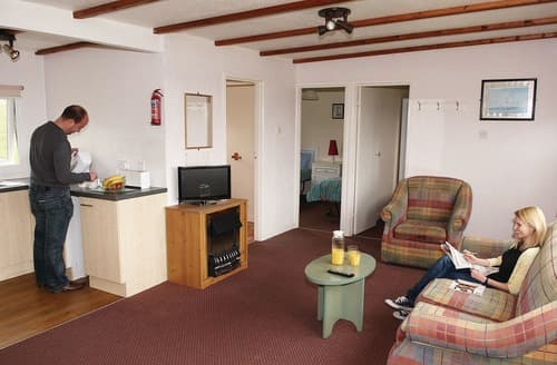 Last Minute Cottages - Amroth Chalet