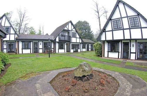 Last Minute Cottages - TM 4 Bed Silver House 9 Pet Sat