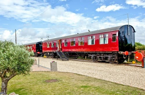 Last Minute Cottages - Brunel Boutique Railway Carriage 4