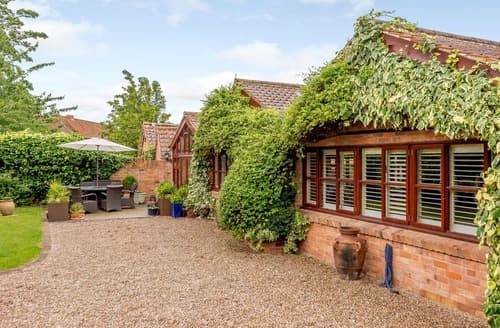 Last Minute Cottages - Nottinghamshire Country Club - Peacock Lodge