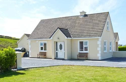 Last Minute Cottages - Luxury  House S5663