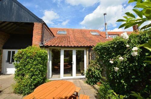 Last Minute Cottages - Exquisite Binham Lodge S25324