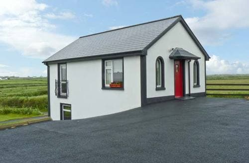 Last Minute Cottages - Lovely  Apartment S5724