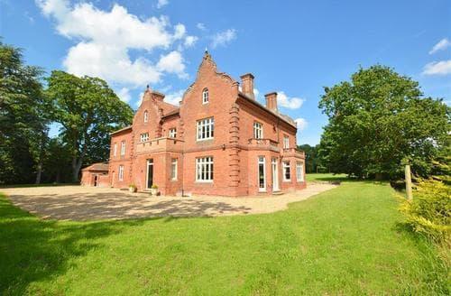 Last Minute Cottages - Delightful Bessingham House S13429