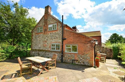 Last Minute Cottages - Delightful Field Dalling Rental S12058