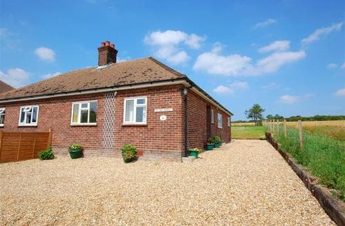 Last Minute Cottages - Splendid Burnham Thorpe Rental S9734