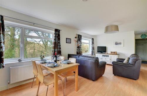 Last Minute Cottages - Wonderful Looe Apartment S44986