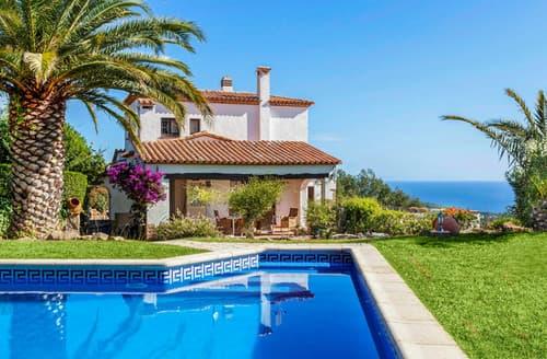 Last Minute Cottages - Villa Pera