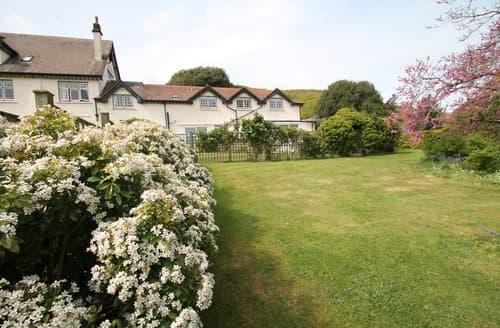 Last Minute Cottages - Vale View Apartment, Porlock Weir