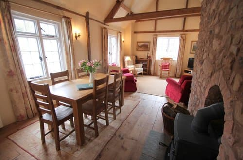 Last Minute Cottages - The Hideaway, Dunster