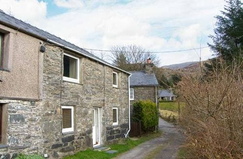 Last Minute Cottages - Ty Cynon