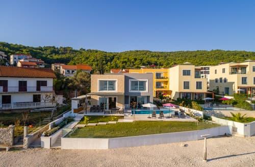 Last Minute Cottages - Villa Jenya